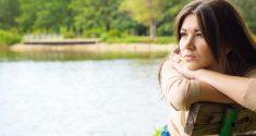 Umgekehrte saisonal abhängige Depression: Die Sommerschwermut