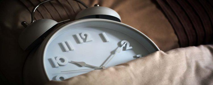 Schlafenszeitpunkt versus Schlaflänge: Was ist wichtiger?