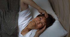 Neue Analyse legt nahe, dass Wechseljahre und Schlaflosigkeit Hand in Hand gehen