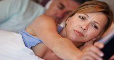 Frauen schlafen weniger als Männer, brauchen aber mehr Schlaf