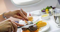 Änderung der Essenszeiten zur Behandlung von Jet-Lag