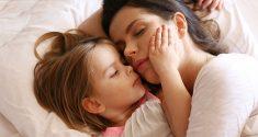 Schlaflosigkeit der Mutter könnte Schlafmuster des Kindes prägen