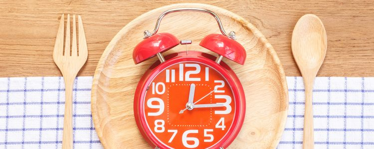 Welchen Einfluss verschobene Essenszeiten auf unsere inneren Uhren haben