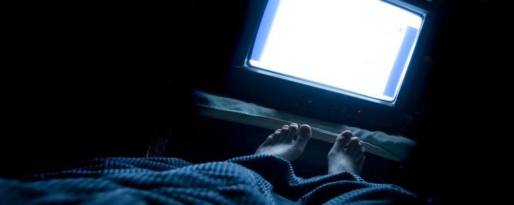 Fernsehen am Abend kann Ihrer Gesundheit schaden