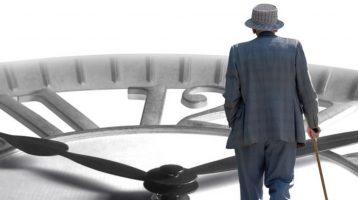 Schlafen und Altern: Wie der Alterungsprozess die circadiane Uhr stört