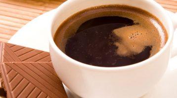 Der Konsum von Schokolade am Morgen fördert die Fettverbrennung und reguliert den Blutzucker